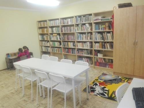 OBRÁZEK : budiskovice_knihovna_nabytek.jpg